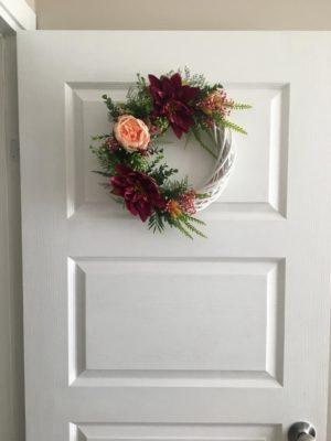 Çiçekli Kapı Süsü Çelenk